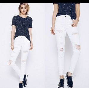 🌟2X HP!🌟White Distressed Skinny Jeans♥